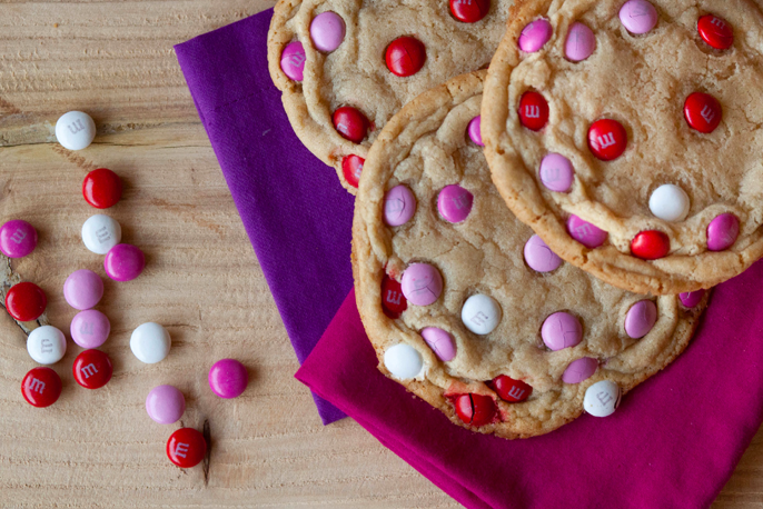 Valentine's Day Recipes, cookie recipes, Giant Valentine's Day M&M Cookies, Red Velvet Rice Krispies Treats Hearts, Valentines Day desserts, Valentines Day images, valentines day treats, valentines day quotes